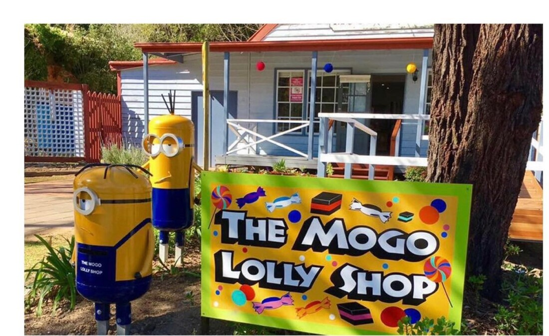 Mogo Lolly shop sign